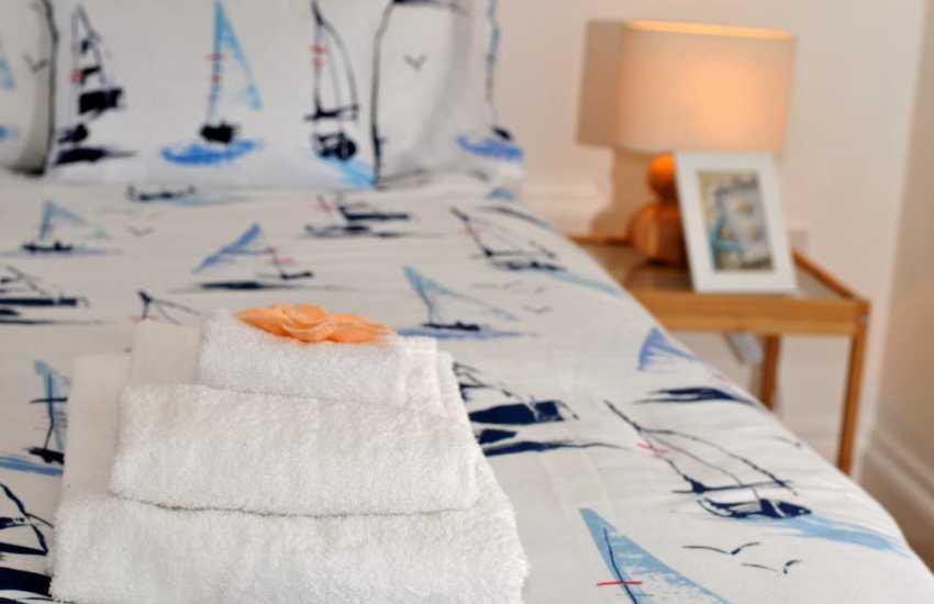 Hot tub cottage Wales - bedroom