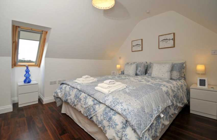 Anglesey holiday cottage with hot tub - bedroom