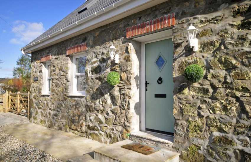 North Wales cottage with hot tub - ext