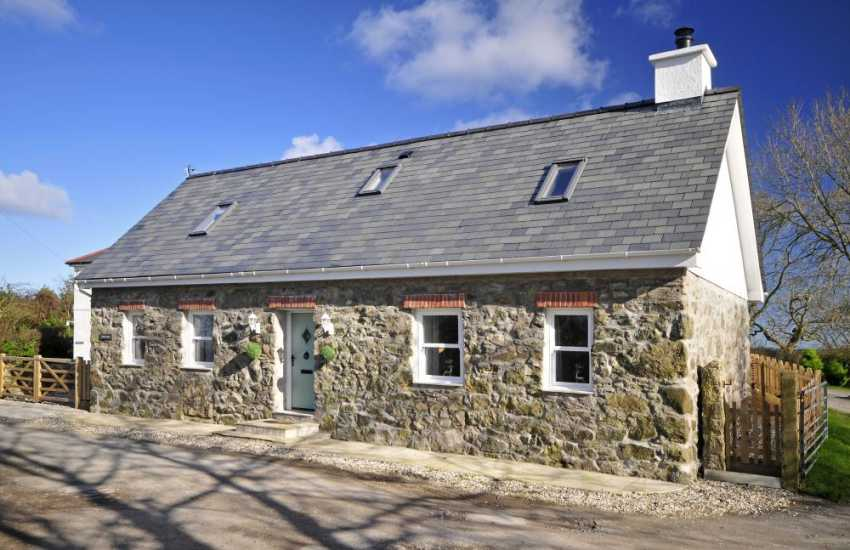 North Wales cottage with hot tub