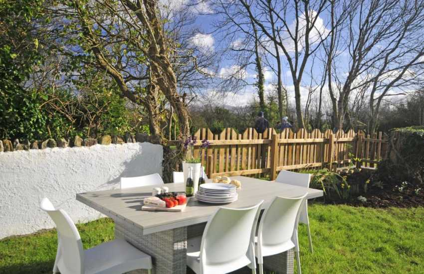 Luxury cottage with hot tub Wales - garden
