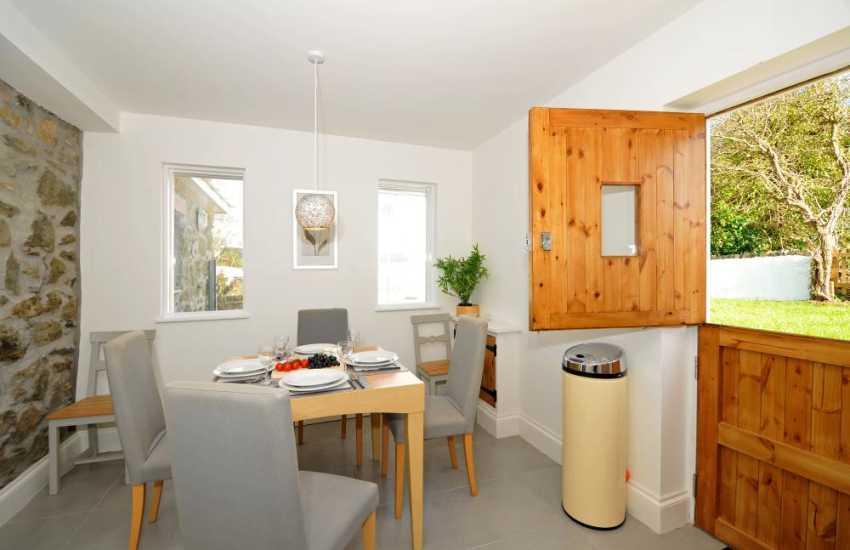 Luxury cottage with hot tub - kitchen