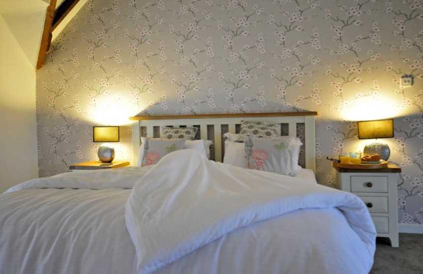 Big Anglesey holiday house -  bedroom