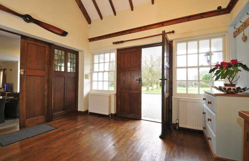 Large self catering house Anglesey - hall