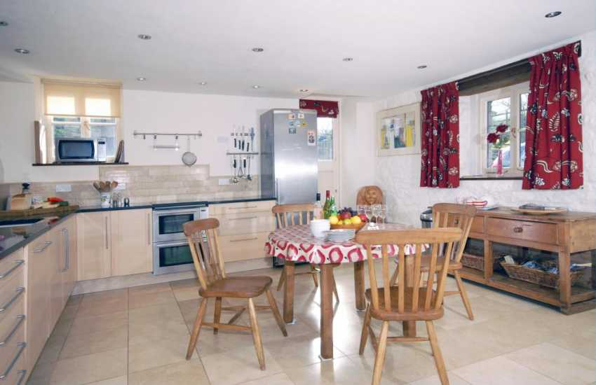 Self-catering North Pembrokeshire cottage near Newport - luxury, spacious kitchen/dining room