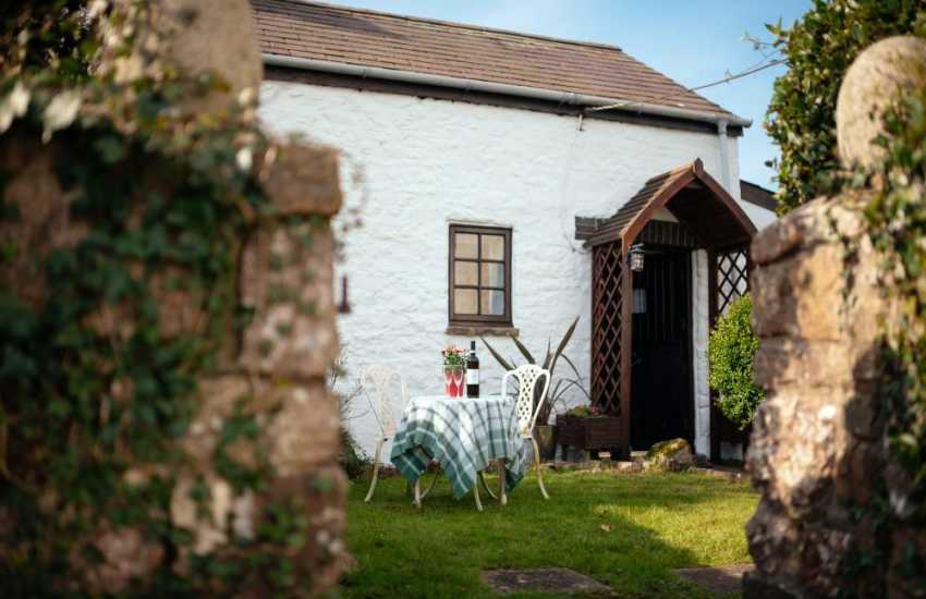 Cottage holiday for two nearby Oxwich Bay - exterior