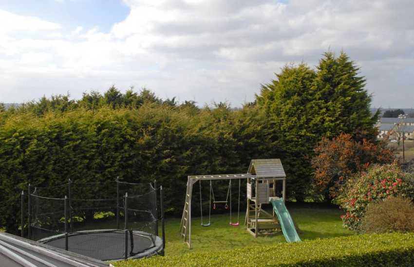 Saundersfoot family holiday house with trampoline and children's play area