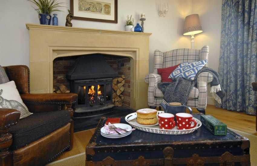 Saundersfoot coastal holiday home - cosy snug with log burning stove