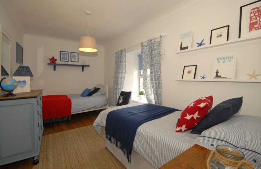South Pembrokeshire holiday accommodation for 10 people - twin