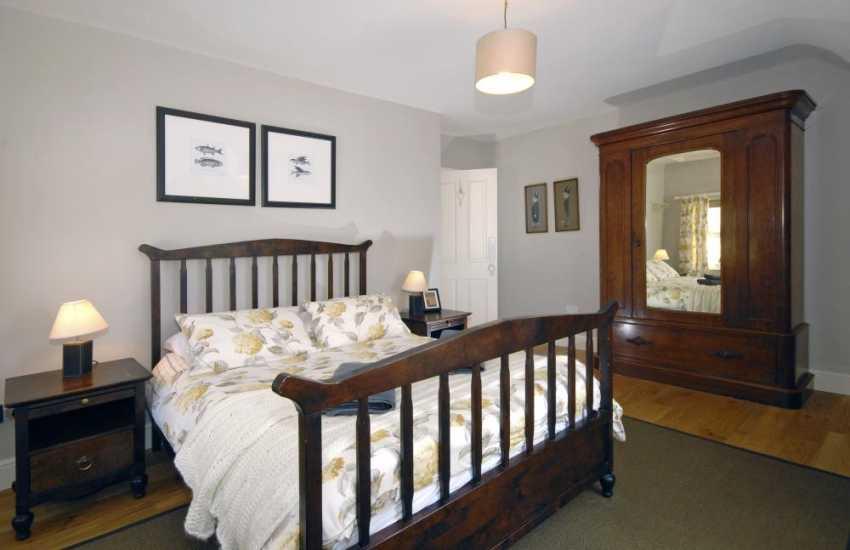 Wisemans Bridge holiday house sleeps 8 adults and 2 children - double
