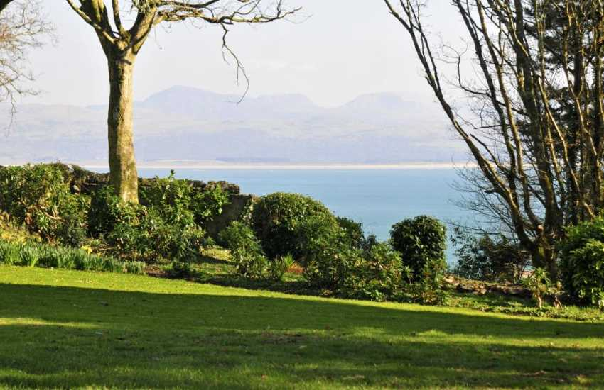 Coastal holiday house Wales - garden