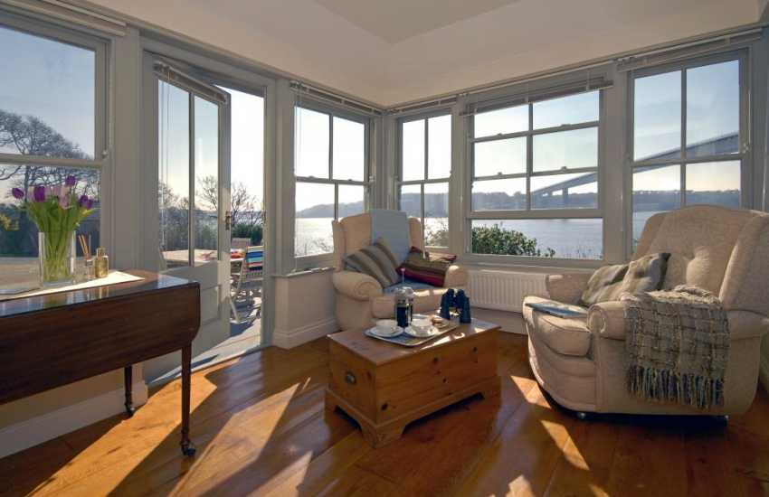 Cleddau River holiday home overlooking the water – sun room with river views