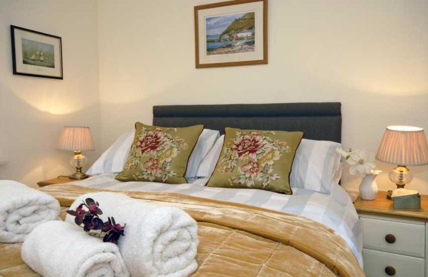 Luxury Pembrokeshire holiday house sleeping 6 - 5'double bedroom