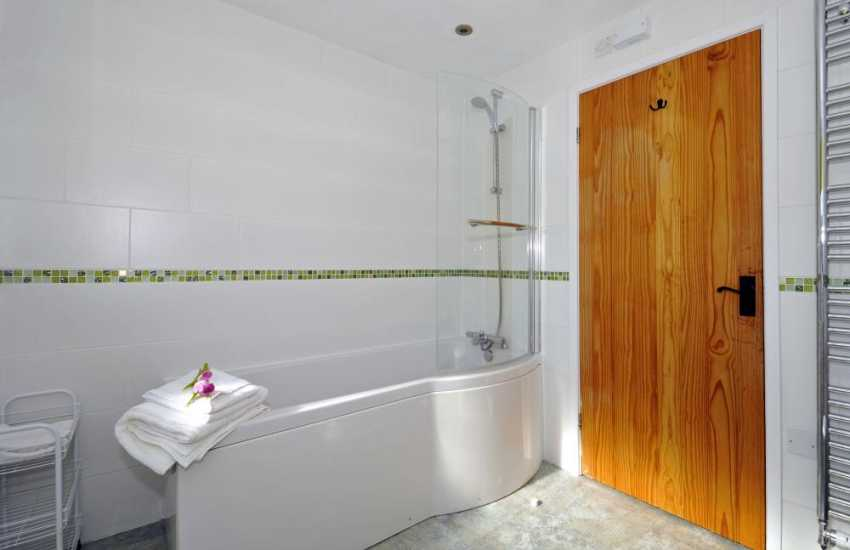 Anglesey holiday cottage with wifi - bath