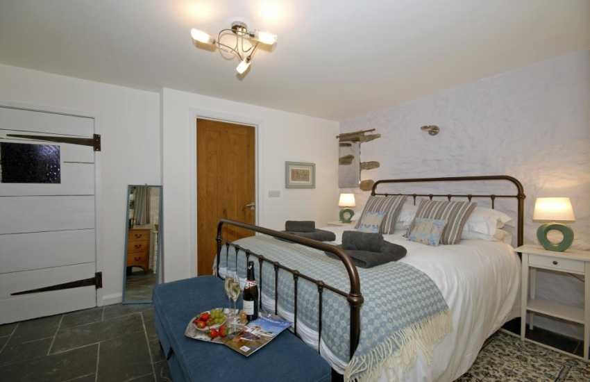 Pembrokeshire ground floor appartment sleeps 2 - double master bedroom