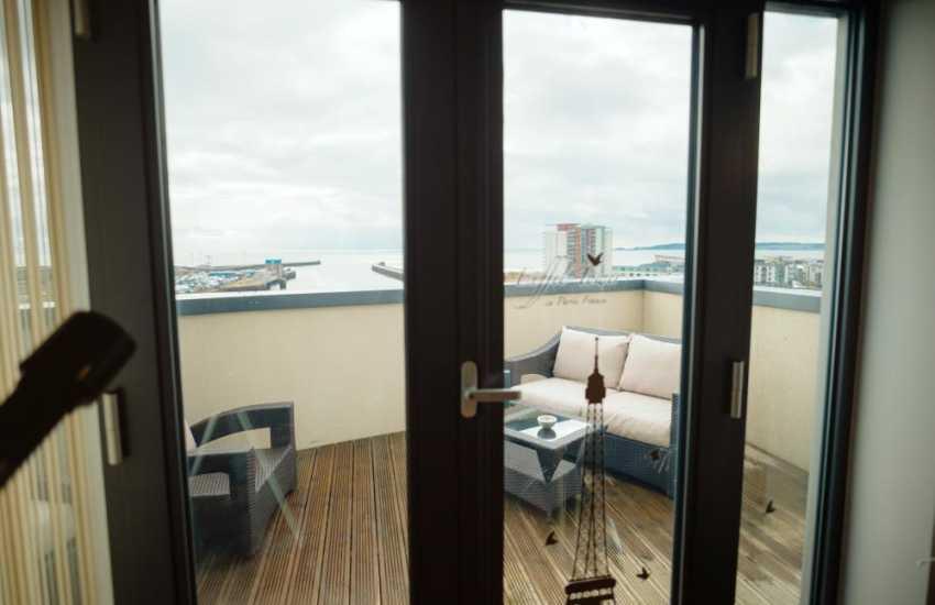 City get away Swansea marina penthouse apartment-sea views