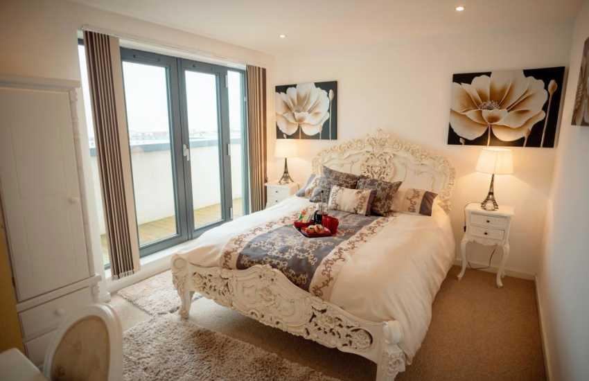 Marina Swansea penthouse apartment-bedroom