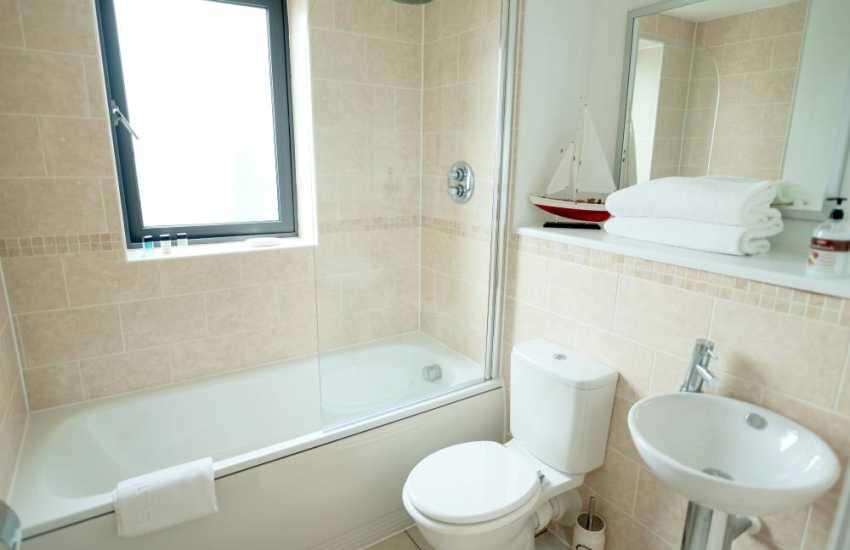 Marina Swansea holiday penthouse apartment sleeps 4