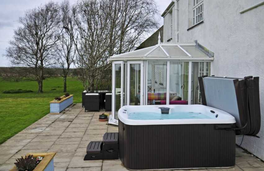 Luxury holiday house Anglesey - hot tub