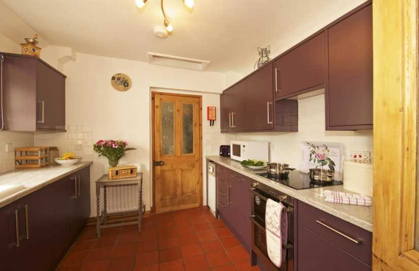 Pet friendly holiday cottage with hot tub - kitchen