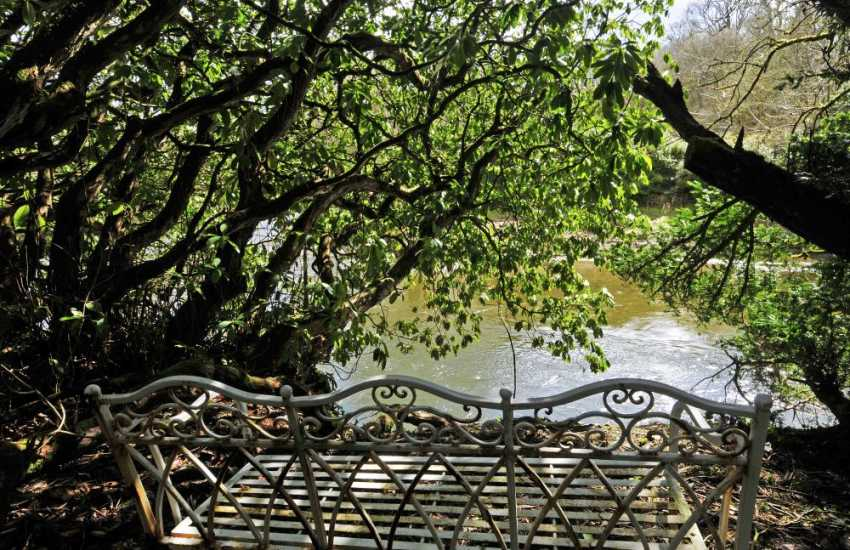 Aberglasney holiday cottage - river