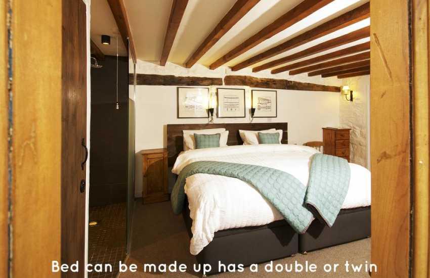 Beaumaris holiday cottage - bedroom