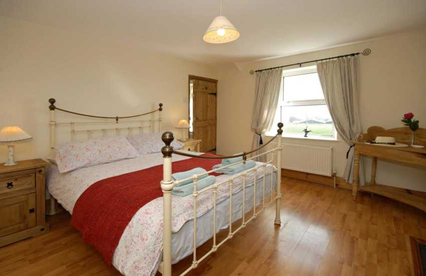Pembrokeshire rural holiday home sleeps 6 - double with en-suite bathroom with river views
