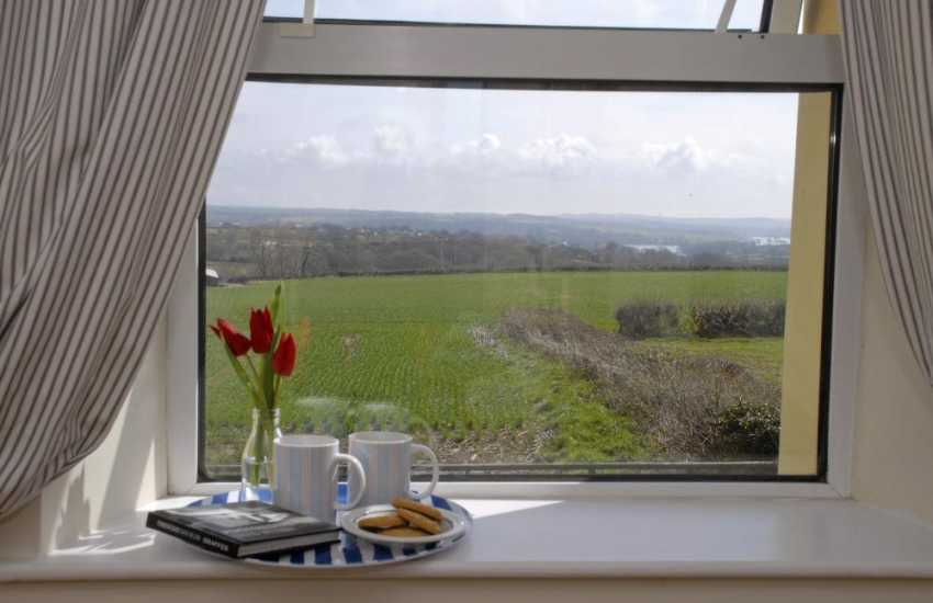 Llangwm holiday cottage with distant river views