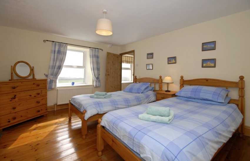 Llangwm Pembrokeshire holiday home for 6 guests - twin with countryside and river views