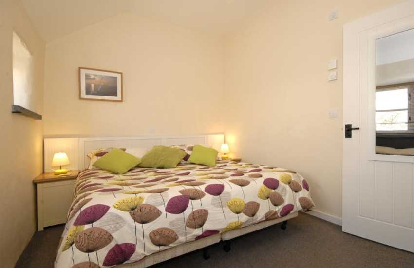 Pembrokeshire holiday cottage sleeps 2 - super kingsize master bedroom