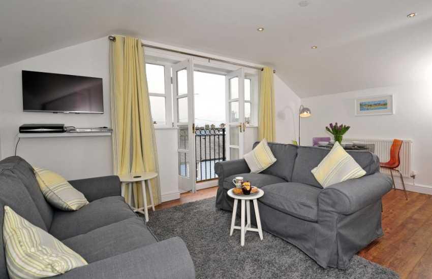 Beaumaris holiday cottage-  lounge
