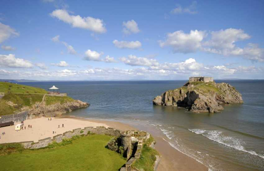 South Pembrokeshire large holiday house - balcony views to Castle Hill, beach and St Catherines Fort