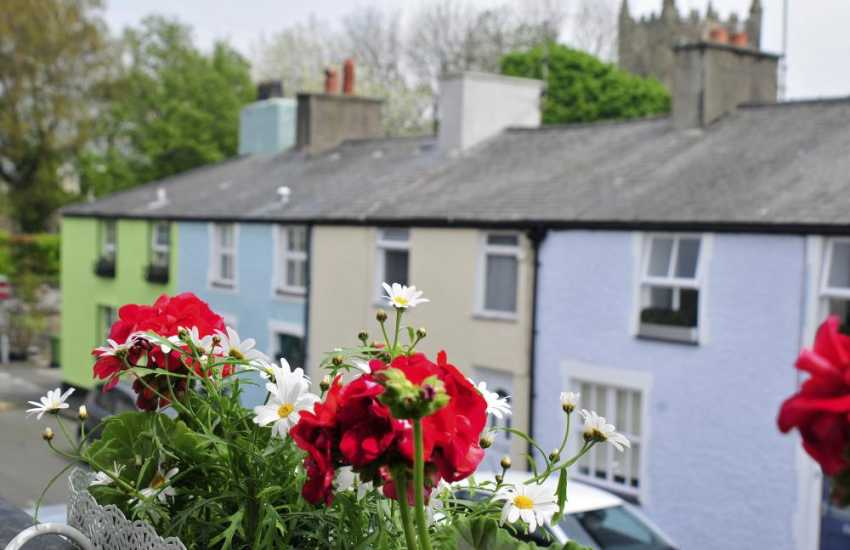 Beaumaris holiday cottage - street view