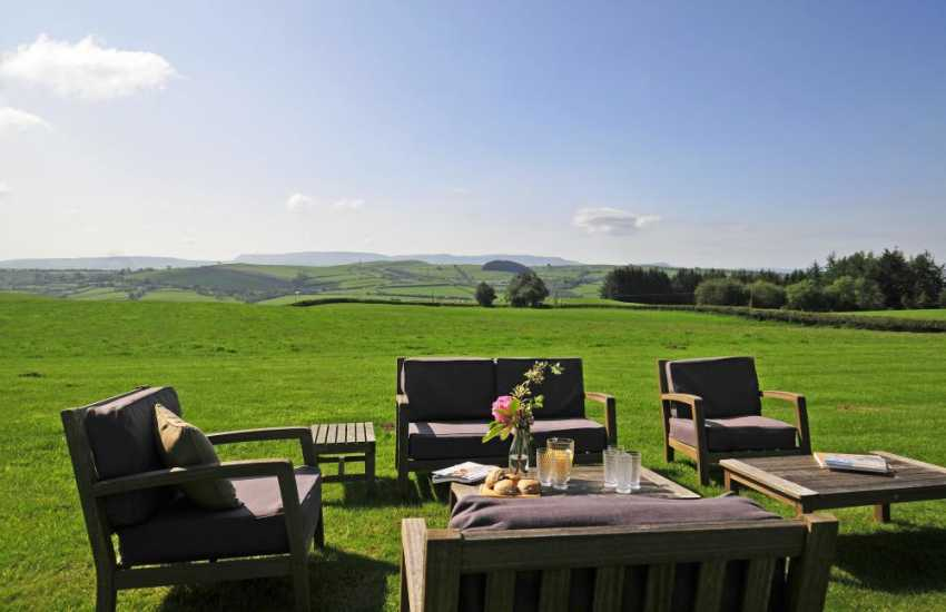 Luxury Welsh self catering - garden