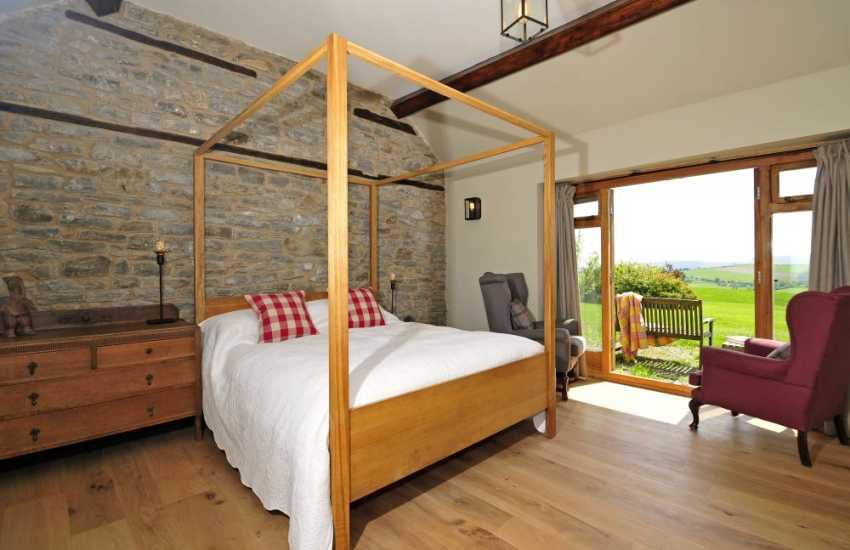 Brecon Beacons luxury self catering - kingsize bedroom