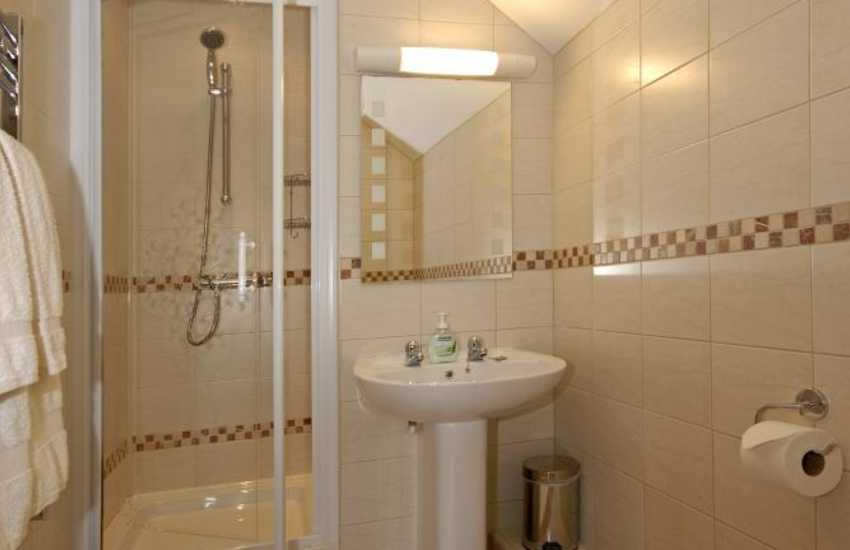 Carmarthenshire holiday home with master en-suite shower room