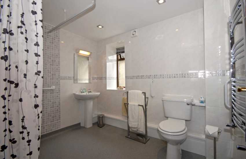 Carmarthenshire holiday home - ground floor wet room