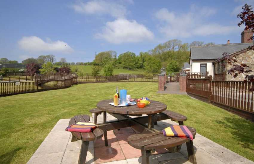 Gower holiday cottage with patio and lawn gardens