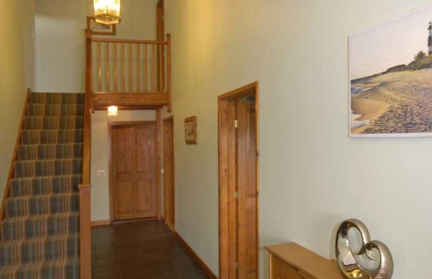 Family friendly holiday cottage near Pembrey - entrance hall