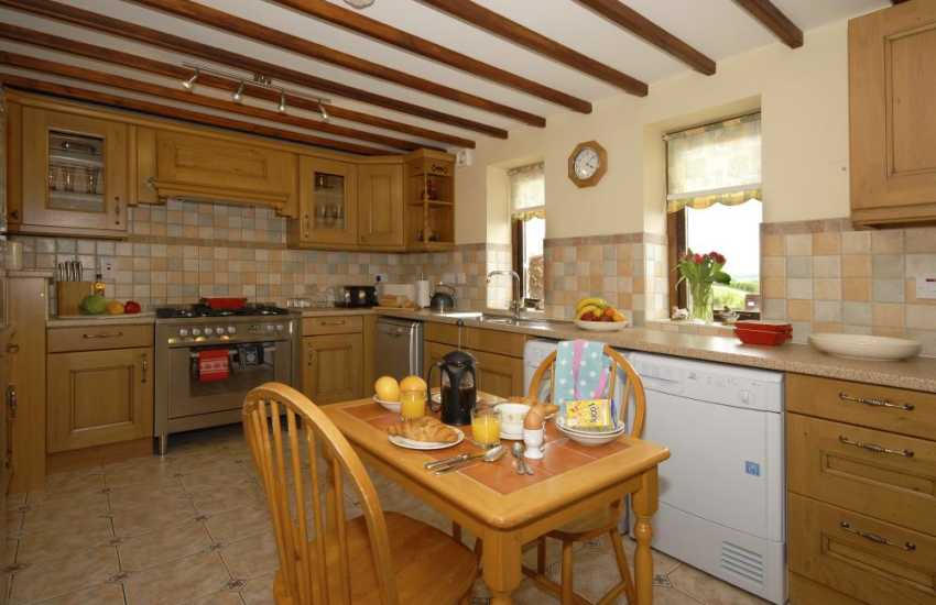 Self-catering Carmarthenshire - cottage with country style kitchen