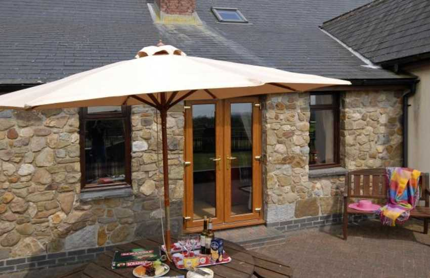Ffos Las Racecourse - holiday cottage with private patio