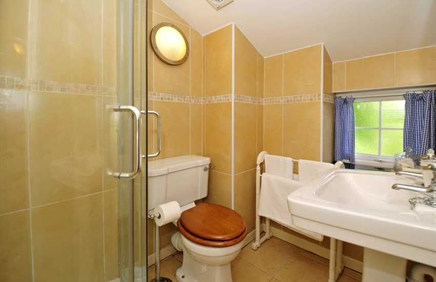 Romantic holiday cottage Conwy Valley - bathroom