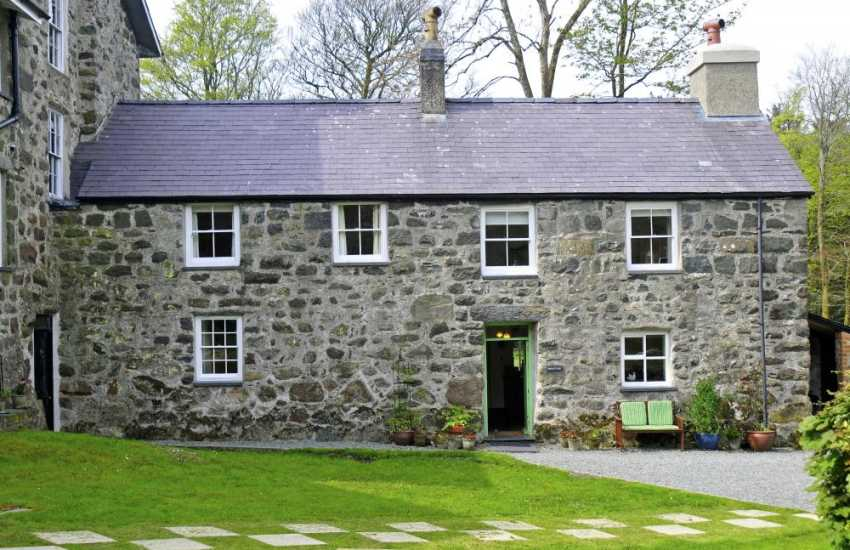 North Wales coastal cottage - ext