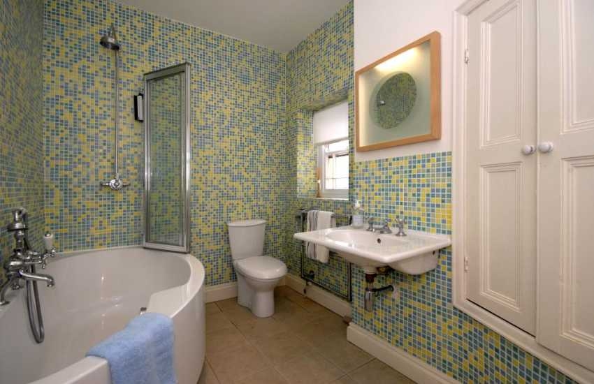 Tenby town holiday home - 2nd 3rd floor family bathroom with shower