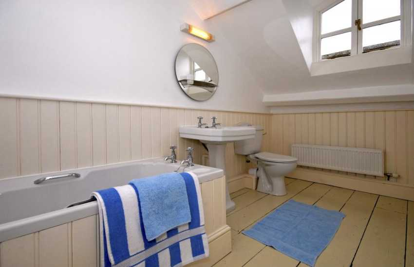 Tenby large Georgian holiday home - 3rd floor en-suite bathroom