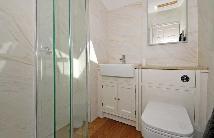 Morfa Nefyn holiday cottage - shower room