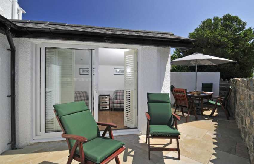Pet friendly cottage by the sea Wales - patio