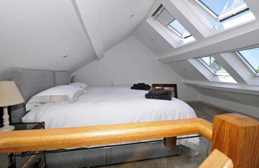 Pet friendly Morfa Nefyn luxury holiday cottage - bedroom