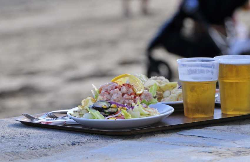 The Ty Coch Pub at Porthdinllaen serves fantastic meals