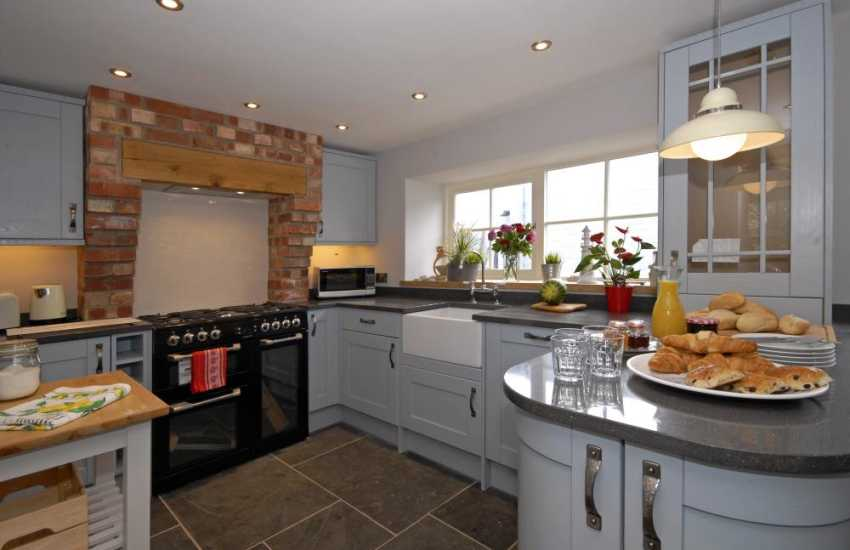 Self catering Haverfordwest - house with luxury fitted kitchen